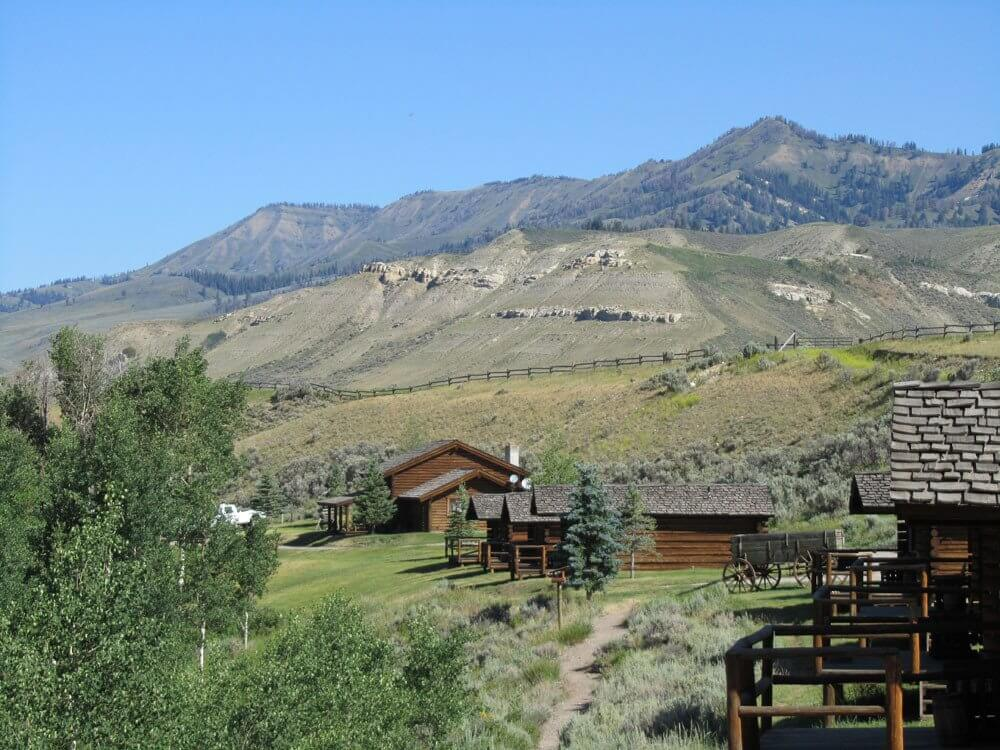 Jackson hole log cabins goosewing ranch cowboy cabins for Cabin rentals in jackson hole wy
