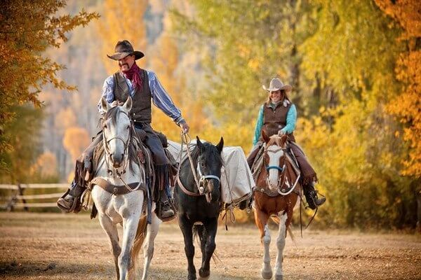 Dude Ranch Packing Tips | What to Pack for a Dude Ranch Vacation just might include clothes for a pack out. And the horses do the heavy lifting!